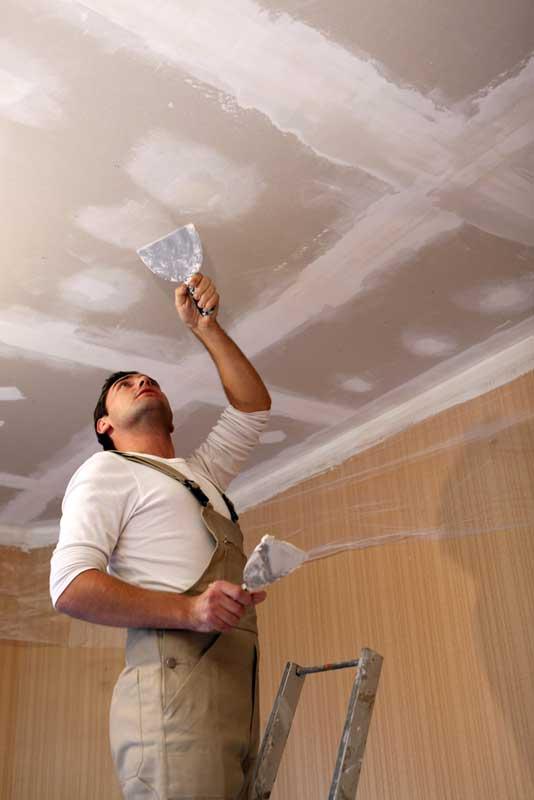 Het plafond dichtsmeren als voorbehandeling