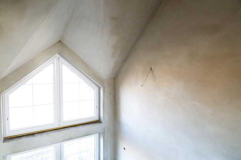 een schuin plafond