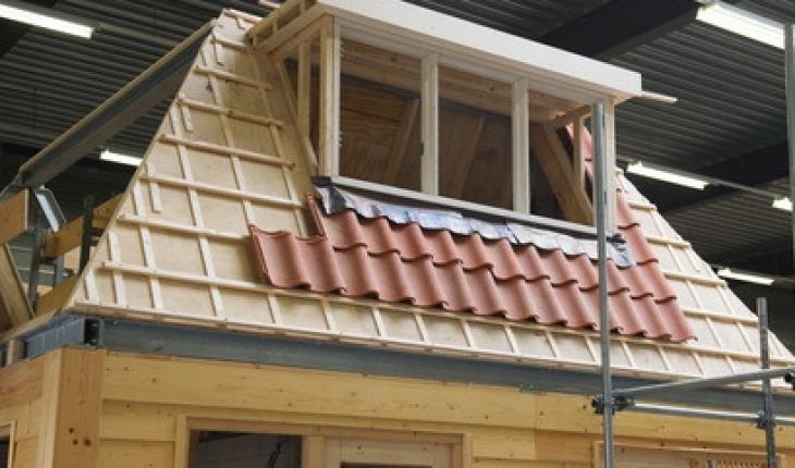Uitstraling huis door dakkapel for Goedkope stukadoor